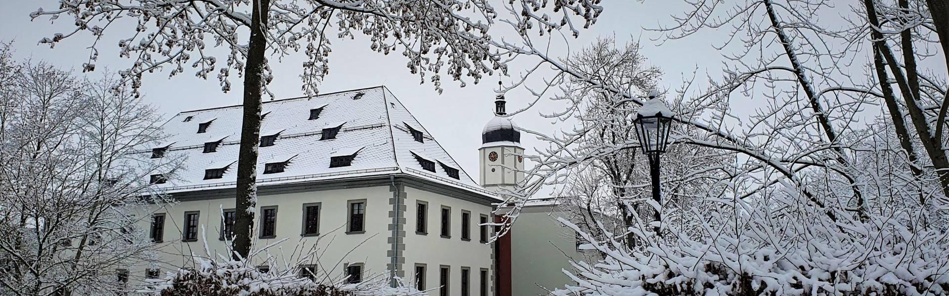 Schneebedecktes Schloss und Schlosspark in Neustadt an der Orla ©Landratsamt Saale-Orla-Kreis, Pressestelle