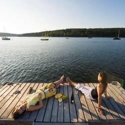 Urlaub am Thüringer Meer, Entspannung am Steg an der Bleilochtalsperre