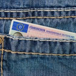 Führerschein in Jeans-Hosentasche