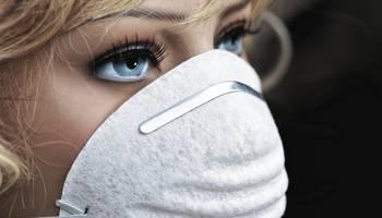 Junge Frau mit Mund-Nasen-Schutz / Illustration Thema Corona
