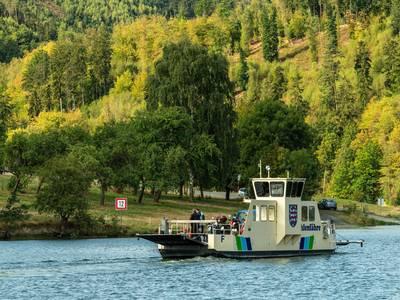 Sie verkehrt auf dem Thüringer Meer, an der Linkenmühle auf dem Hohenwartestausee. ©Regionalverbund Thüringer Wald