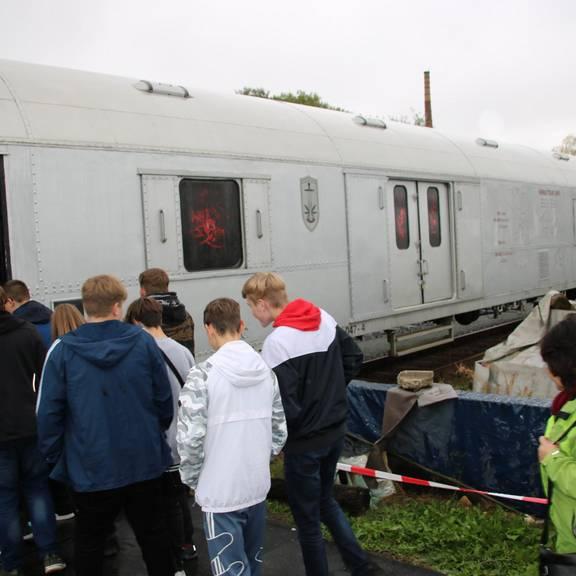 """Impressionen aus dem Anti-Drogen-Zug """"Revolution Train"""" und dem Rahmenprogramm Bahnhof Schleiz"""