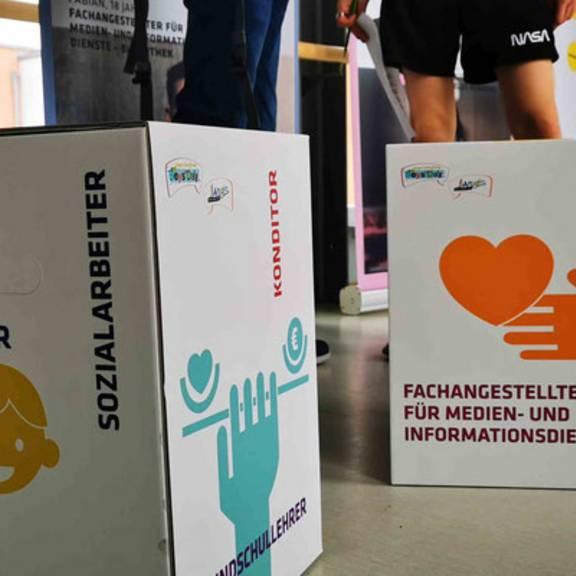 Impressionen von der Ausstellungseröffnung Girls Day - Boys Day mit Schülern der Montessori-Schule Bad Lobenstein